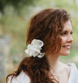 Curly Hairstyle Ideas for Your Wedding Day