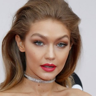 Gigi Hadid is Red-Hot!