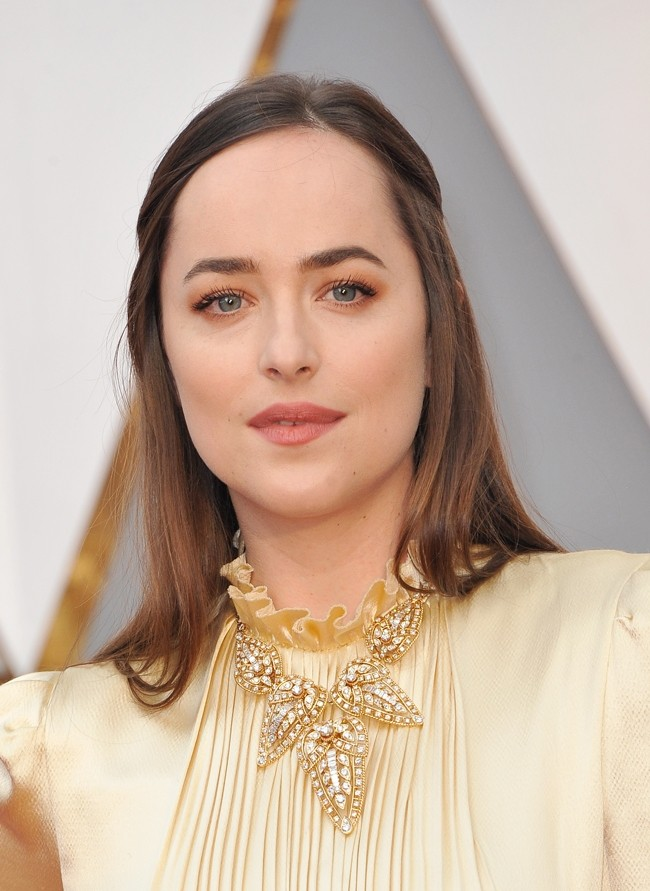 Is Dakota Johnson Sporting The Right Hairstyle For Her Face Our